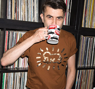 JERRY CHILLING AT HOME PHOTOGRAHY TEA RED BUSES BLACK CAB MUG MUGLIFEVINYL KEITH HARRING TSHIRT GOLD BROWN LOOK CAMERA DRINKING